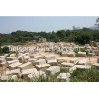 漳浦锈石、虾红荒料堆场