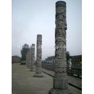 石雕花岗岩龙柱,华表