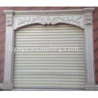 線條門窗精美雕刻組成完美的大門